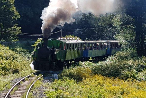 Parný rušeň Krutwig. Tlak a vietor sú väčšinu roka priaznivé, dym sa do vagónom nezvykne dostať.