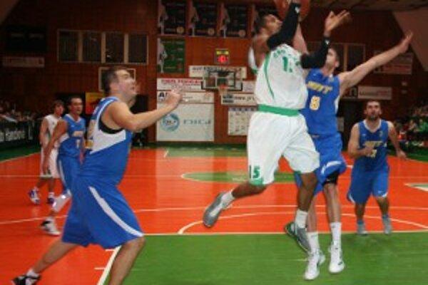 Basketbalisti Handlovej boli aktívnejší počas celého stretnutia.