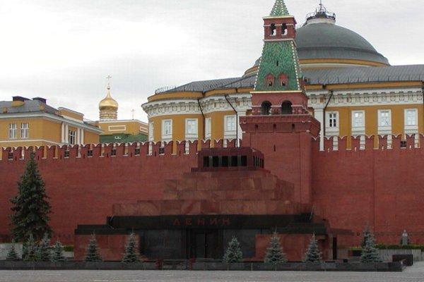 Leninovo mauzóleum na Červenom námestí v Moskve.