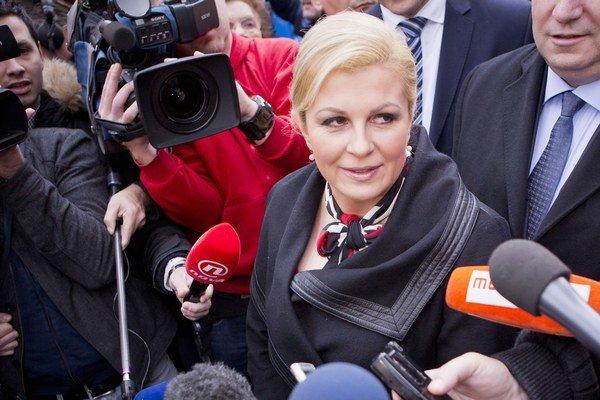 Nová chorvátska prezidentka Kolinda Grabar-Kitarovič  prevezme funkciu v pondelok.