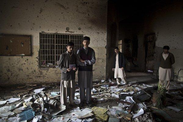Študenti, ktorí prežili masaker v pešávarskej škole.