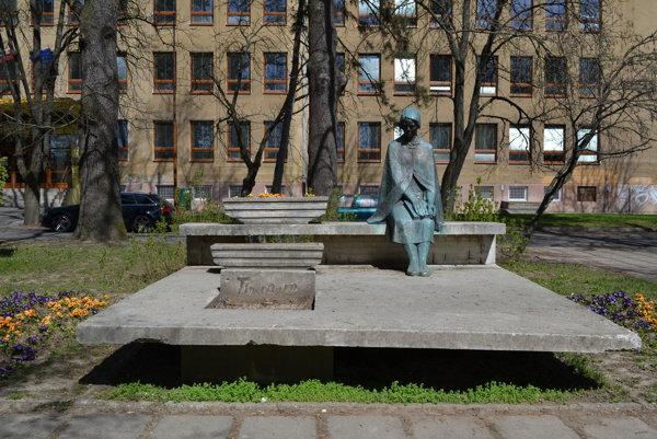 Socha B. S. Timravy v Lučenci.