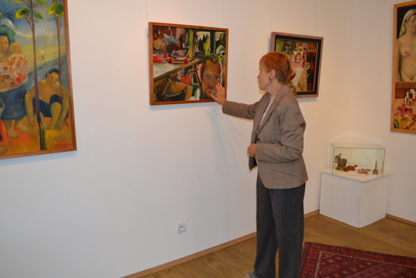Kinga Szabóová a umelcove autoportréty s hračkami.