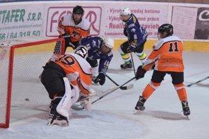 Hokejoví dorastenci HK Mládež Michalovce. Cez víkend na vlastnom ľade dvakrát hladko zdolali Spišskú Novú Ves.