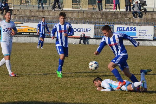 Dobrá séria sa skončila. Tesnou prehrou 1:2 Spišiaci na Liptove pretrhli sériu zápasov bez prehry. Najbližšie hostia doma silné FC VSS Košice.