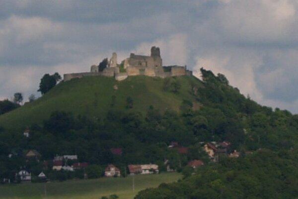 Zrúcaniny hradu Podbranč.