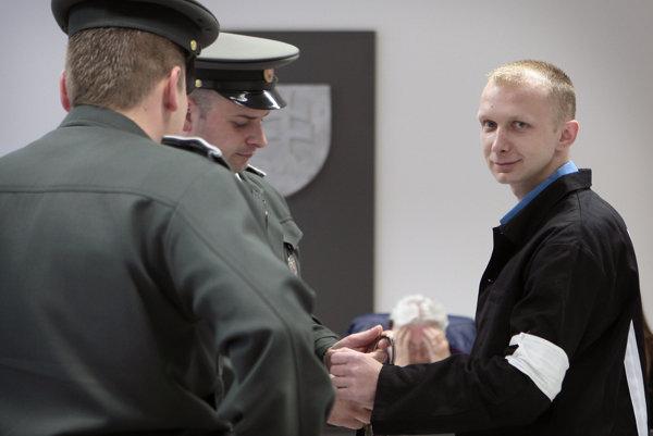 Útek Romana Červenku, ktorému sa podarilo ujsť cez okno na toalete, patrí k najznámejším prípadom slovenského väzenstva.