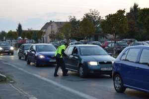 Aktivisti stáli vo Vajnoroch a v Ivanke od skorého rána.