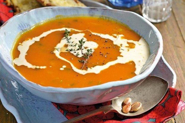 Tekvicová polievka so šalviou a tymiánom