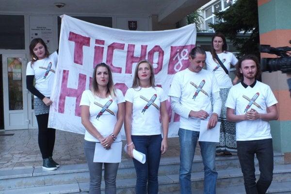 Zľava Michaela Mikulová, ISU Trebišov, Alžbeta Bojková, Iniciatíva vysokoškolských učiteľov, Štefan Csontos, Viktor Pončák, obaja z ISU Košice.