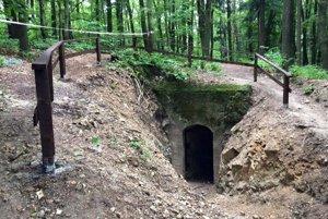 Dnes sa dá do kaverny pohodlne dostať. Vstup dovnútra však bolo treba najskôr odkopať.
