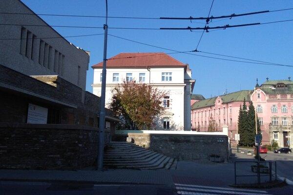 V blízkosti hlavnej pošty sa formuje zaujímavé kreatívne a kultúrne centrum Žiliny.