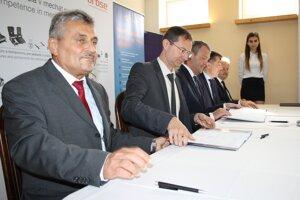 Memorandum podpísali zástupcovia zainteresovaných strán.