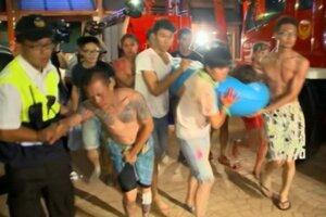 Asi päťsto ľudí sa zranilo pri požiari, ktorý vypukol v zábavnom parku na severe Taiwanu. Požiar podľa všetkého spôsobilo vznietenie neznámeho horľavého prášku.