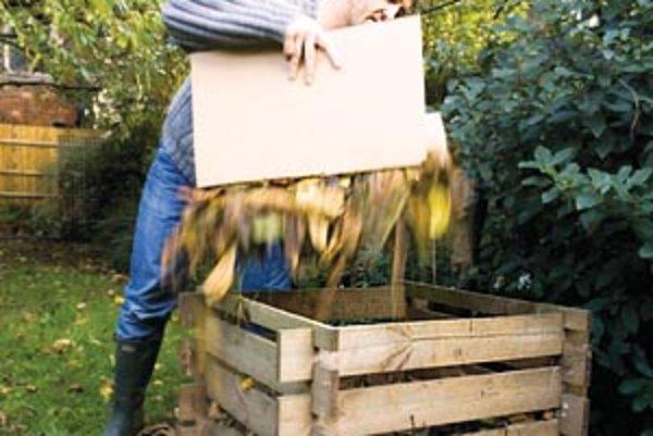Stačí 24 hodín na to, aby teplota kompostu stúpla a baktérie začali rozkladať materiál. Teraz už treba iba sledovať, či má kompost dostatok vody a vzduchu a pri každom pridávaní nového obsahu je vhodné premiešať ho vidlami do vrchných vrstiev materiálu, k