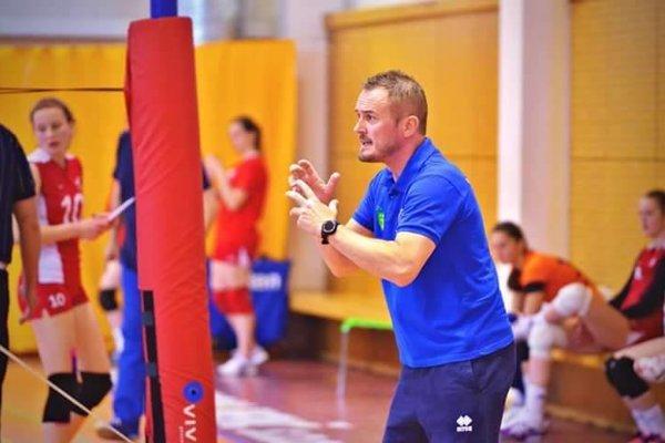 Dalibor Andrisík pri rozdávaní pokynov z lavičky.