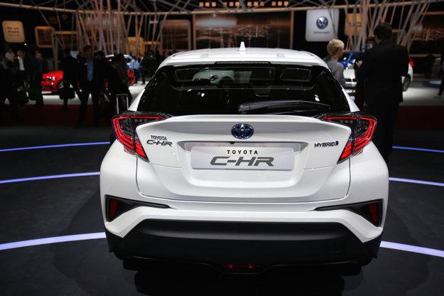 Toyota C-HR sa predstavila aj na parížskom autosalóne