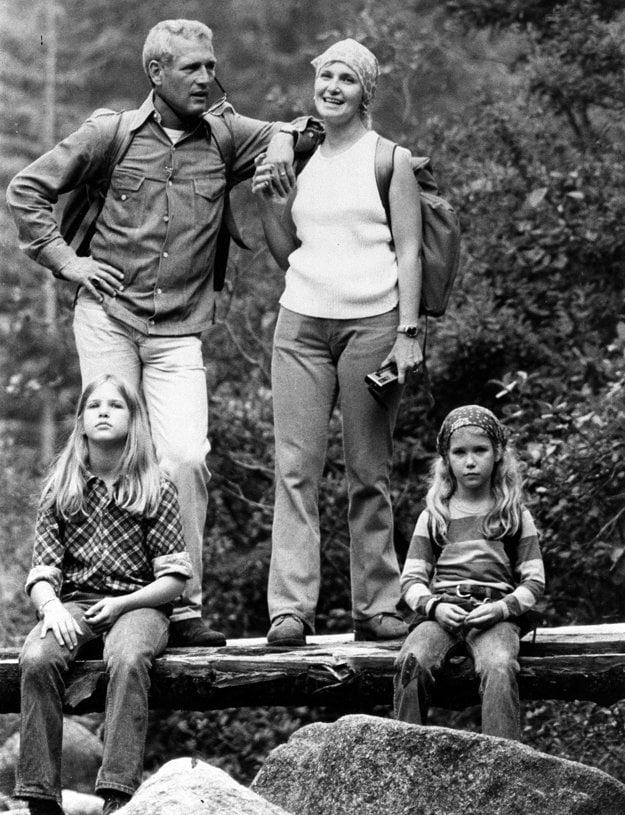 Paul Newman s Joanne Woodward a dvoma dcérami v roku 1974