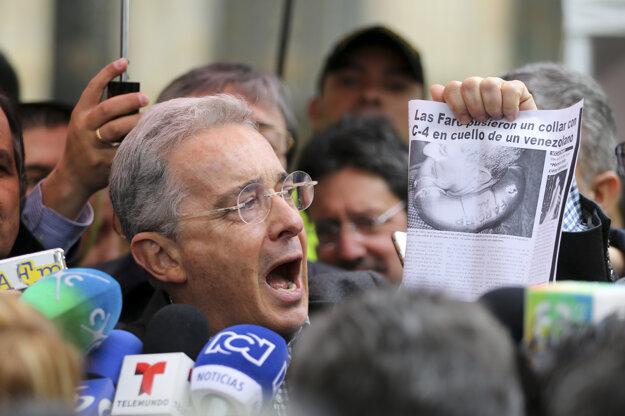 Hlavný odporca dohody, exprezident Alvaro Uribe