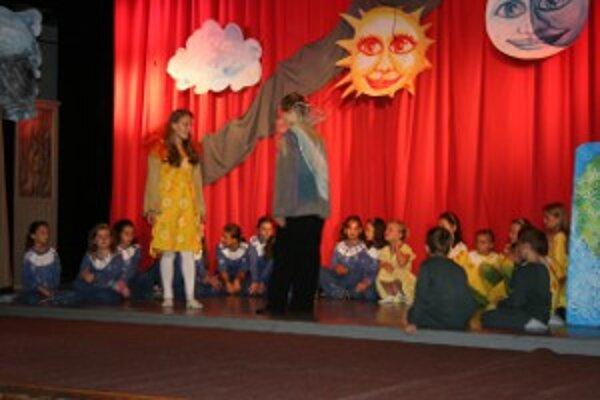 Na letnom dni v Novákoch sa predstavia deti zo základnej umeleckej školy so svojím muzikálom Deň a Noc.