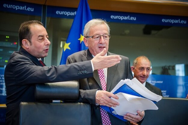 Šéf frakcie európskych socialistov a demokratov Gianni Pittella (vľavo).