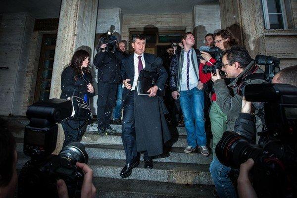 Andrej Babiš  odchádza zo súdu.