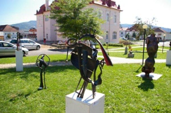 Kovové sochy vytvorili žiaci a absolventi z Kremnice.