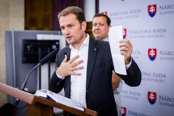 Líder opozičného hnutia OĽANO  Igor Matovič počas tlačovej konferencie.