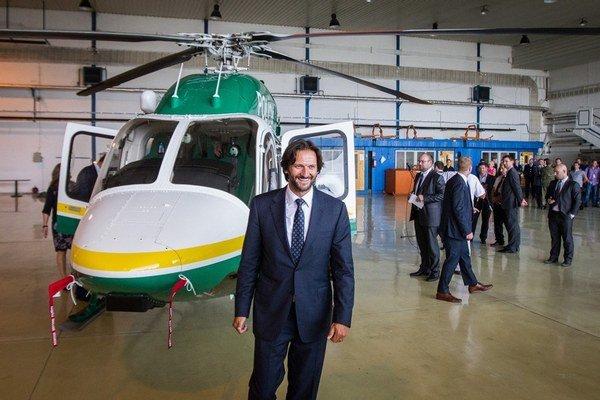 Americká firma v pondelok polícii slávnostne odovzdala novú helikoptéru Bell 429.
