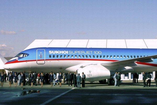 Jedným z lietadiel Rusmi ponúkaných Rusmi je aj Suchoj Superjet 100 s doletom šesťtisíc kilometrov.