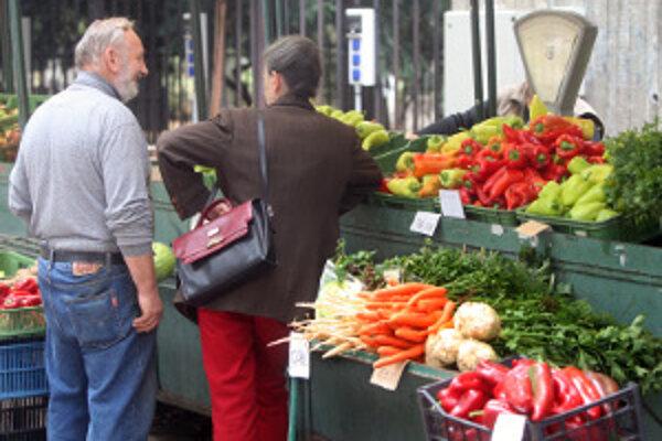 Do centra mesta sa vracia tržnica.