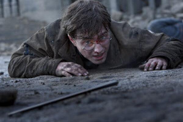 Film Harry Potter a Dari smrti II premieta prievidzské kino Baník v sobota aj nedeľu o 17. a o 19.30 h.