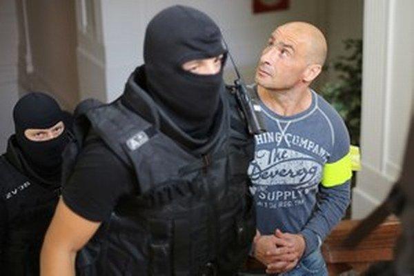 """Ľuboš F. odmietol tvrdenie prokurátora, že bol členom zločineckej skupiny """"piťovci dva""""."""