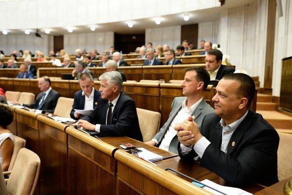 Poslanci Národnej rady SR vo štvrtok v tajnej voľbe zvolili 12 kandidátov na členov disciplinárnych senátov.