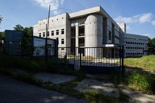 Pokus o moderné cyklotrónové centrum Slovensku nevyšiel, zostala len budova, s ktorou sú starosti.