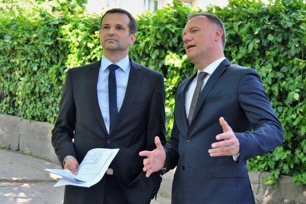 Martin Neštický v máji s ministrom Viliamom Čislákom. Medzičasom sa stal oficiálnym šéfom nemocnice.