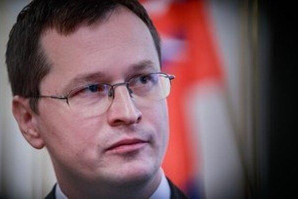 Minister školstva Juraj Draxler pôjde osobne navštíviť Trenčiansku univerzitu Alexandra Dubčeka v Trenčíne.