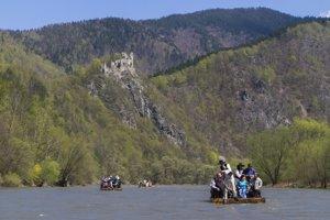 Pltníci v Strečne sa plavia úsekom, ktorý je dlhý približne sedem a pol kilometra. Turistom ponúka pohľad na viacero historických či technických zaujímavosti. Napríklad na Starý hrad, pevnosť z polovice trinásteho storočia.