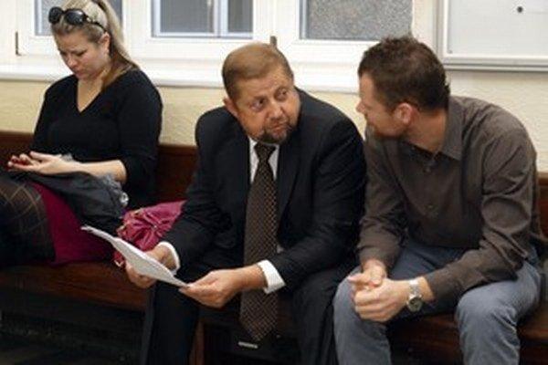 Štefan Harabin odmietal podozrenie, že jeho syn Branislav sa stal čakateľom na súde v Bratislave vďaka jeho kontaktom.