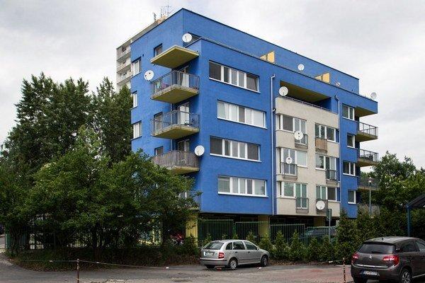 Byt s terasou v bratislavskej Rači má Milan Lučanský na najvyššom poschodí.