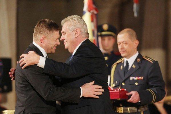 Stretnú sa v Moskve. Robert Fico aj Miloš Zeman sa hlásia k sociálnej demokracii.