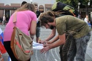 Vznikajúce subjekty zatiaľ zbierajú podpisy.