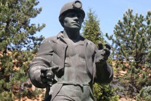Vedenie Prievidze by sochu baníka radšej videlo pred riaditeľstvom baní.