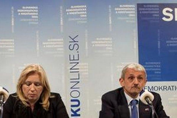 V kauze platinových sitiek figuruje aj SDKÚ, kauza vtedy zastihla Ivetu Radičovú v úrade premiérky.