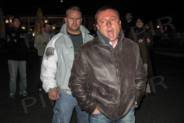 Obávaný šéf Kýbel s ochrankárom.