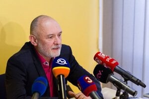 Lekárov máme dosť, hovoril riaditeľ žilinskej nemocnice Štefan Volák.