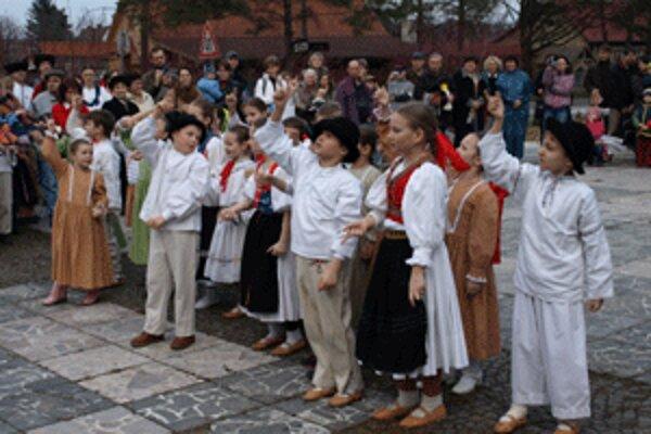 V Handlovej sa predstaví aj folklórny súbor Malý Vtáčnik.