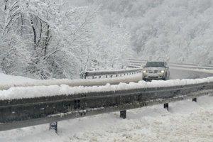 Sneženie na diaľnici Prešov - Košice.