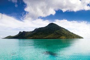 Jeden z mnohých panenských ostrovov pri Semporne