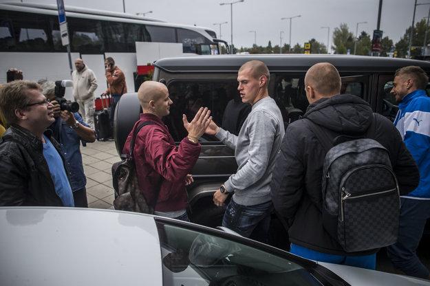 Vladimír Weiss (vľavo) s Martinom Škrtelom po návrate z Luxemburska.